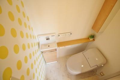 ポップなトイレ (家族みんなで選んだ、間取り変更リフォーム)