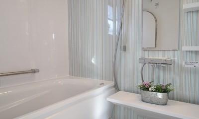 シンプルで清潔感漂うバスルーム|家族みんなで選んだ、間取り変更リフォーム