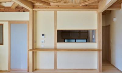 吹抜けのある3室一体の家 (回遊できるのキッチン)