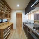 吹抜けのある3室一体の家の写真 キッチン