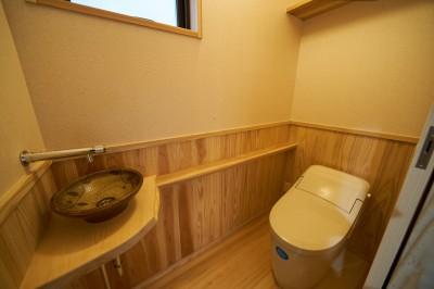 トイレ (吹抜けのある3室一体の家)