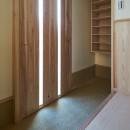 吹抜けのある3室一体の家の写真 玄関収納