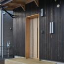 吹抜けのある3室一体の家の写真 玄関