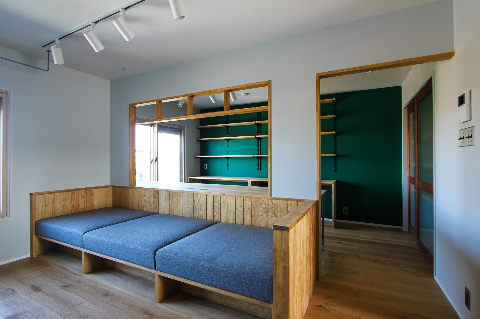 リビングダイニング事例:造り付けのソファ(ふたりだけの特別なスペース)