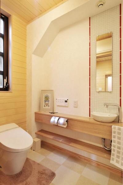 トイレ (木立の中の光あふれるリビング)