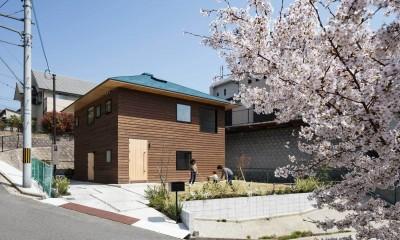 8.1m x 8.1mの真四角の上に宝形屋根が架かるシンプルな家型。|四つ角の家|家の中に4つの小さな家がある住宅【大阪府堺市】