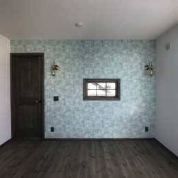 賃貸・二世帯、様々なシーンに対応する3階建ての家 (寝室の壁は色を変えてワンポイントに)