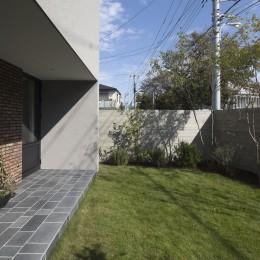 Primitive house (庭)