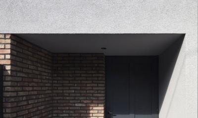 Primitive house (玄関)