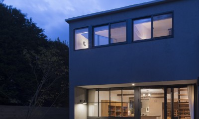 Primitive house (夜景)
