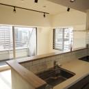 モノトーン × 木目の写真 ダイニングキッチン