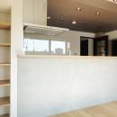 モノトーン × 木目の写真 キッチンカウンター