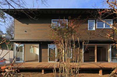 片瀬の家 外観・1 (片瀬の家~雛壇敷地に建つ、桜を望める二世帯住宅~)