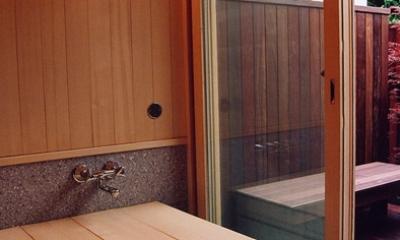 里山の民家-古材再生 (バスコートのある和風呂)