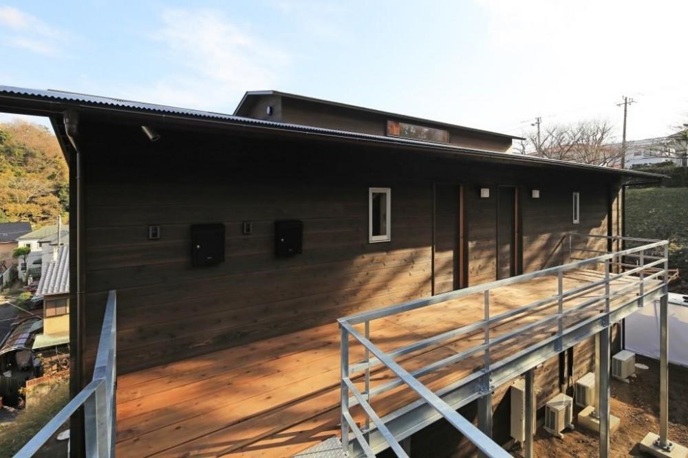 片瀬の家~雛壇敷地に建つ、桜を望める二世帯住宅~ (片瀬の家 外観・2)
