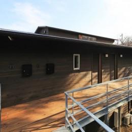 片瀬の家 外観・2 (片瀬の家~雛壇敷地に建つ、桜を望める二世帯住宅~)