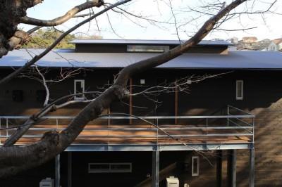 片瀬の家 外観・3 (片瀬の家~雛壇敷地に建つ、桜を望める二世帯住宅~)