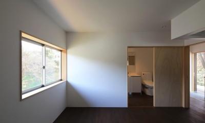 片瀬の家 親世帯寝室|片瀬の家~雛壇敷地に建つ、桜を望める二世帯住宅~