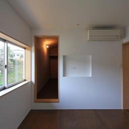 片瀬の家~雛壇敷地に建つ、桜を望める二世帯住宅~ (片瀬の家 子世帯寝室)
