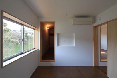 片瀬の家 子世帯寝室 (片瀬の家~雛壇敷地に建つ、桜を望める二世帯住宅~)