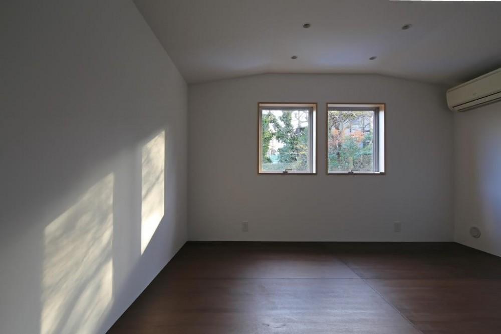 片瀬の家~雛壇敷地に建つ、桜を望める二世帯住宅~ (片瀬の家 子供室(子世帯))