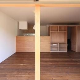 片瀬の家~雛壇敷地に建つ、桜を望める二世帯住宅~