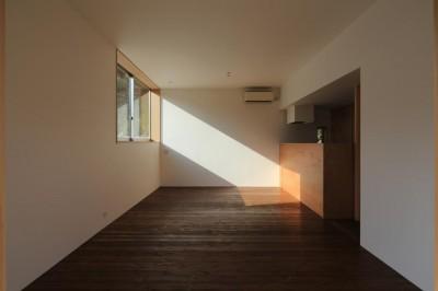 片瀬の家 子世帯LDK・1 (片瀬の家~雛壇敷地に建つ、桜を望める二世帯住宅~)