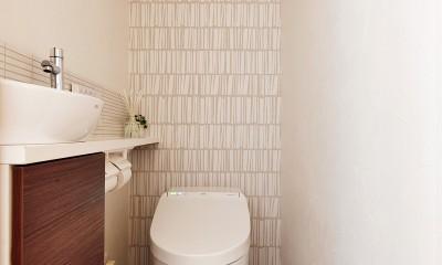 横浜市S様邸 ~みんながいる、心地良さ。~ (タンクレス&手洗器で掃除のしやすいトイレ)