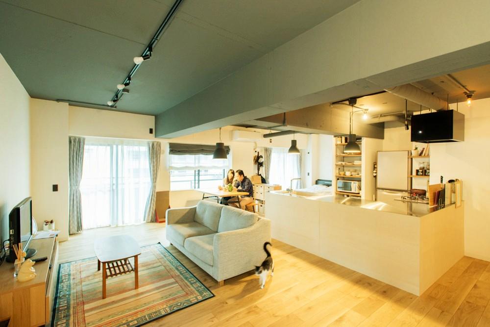 造作キッチンから隅々まで見渡せる開放空間 (広々LDK)