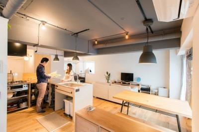 広々キッチン (造作キッチンから隅々まで見渡せる開放空間)