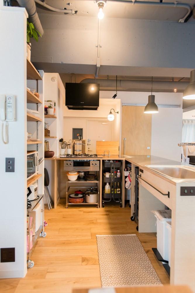 造作キッチンから隅々まで見渡せる開放空間 (広々キッチン2)