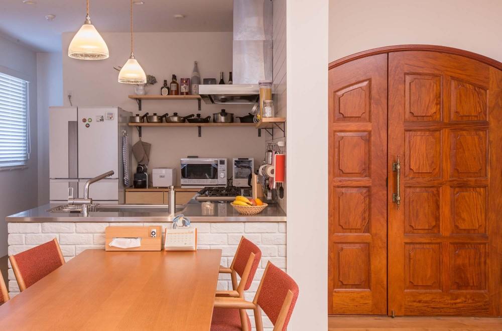 ACE~ビルのワンフロアを広々と使い、団らんの時、趣味の時を堪能する住まい~ (キッチン)