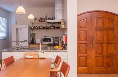 キッチン (ACE~ビルのワンフロアを広々と使い、団らんの時、趣味の時を堪能する住まい~)