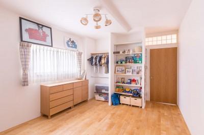 子供部屋 (ACE~ビルのワンフロアを広々と使い、団らんの時、趣味の時を堪能する住まい~)