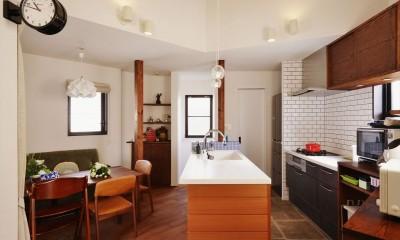 キッチン|バルコニーを囲む家族のリビング