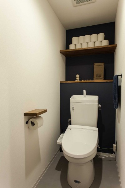トイレ (What's UP?~ラフに気軽に日々を楽しむ、家具とロックの似合う住まい~)