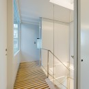 トムジェリ 二人の距離を調整する家の写真 光あふれる階段室