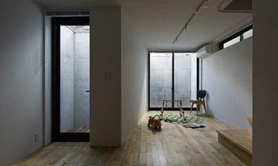 屋上の家 (寝室 / 地下)