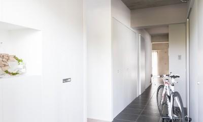 line~明快なゾーニングとモノトーンのカラーリング。際立つ「美しい境界線」~ (玄関&廊下)