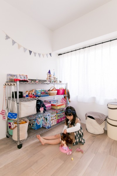 子供部屋 (line~明快なゾーニングとモノトーンのカラーリング。際立つ「美しい境界線」~)