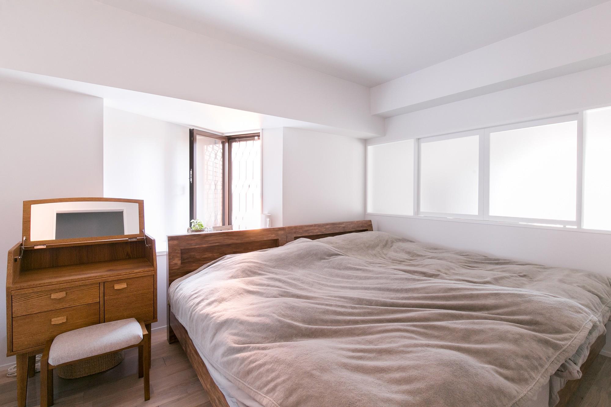 ベッドルーム事例:ベッドルーム(line~明快なゾーニングとモノトーンのカラーリング。際立つ「美しい境界線」~)