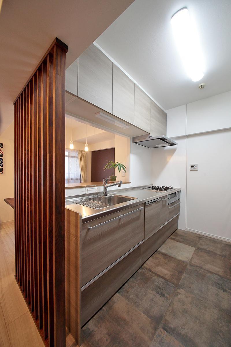 ギャラリーのような広く洗練された空間に (キッチン)