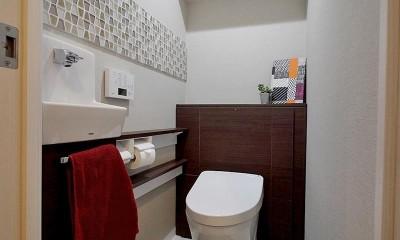 ギャラリーのような広く洗練された空間に (トイレ)