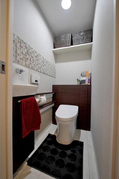 トイレ (ギャラリーのような広く洗練された空間に)