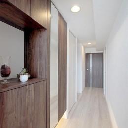 ギャラリーのような広く洗練された空間に (玄関)
