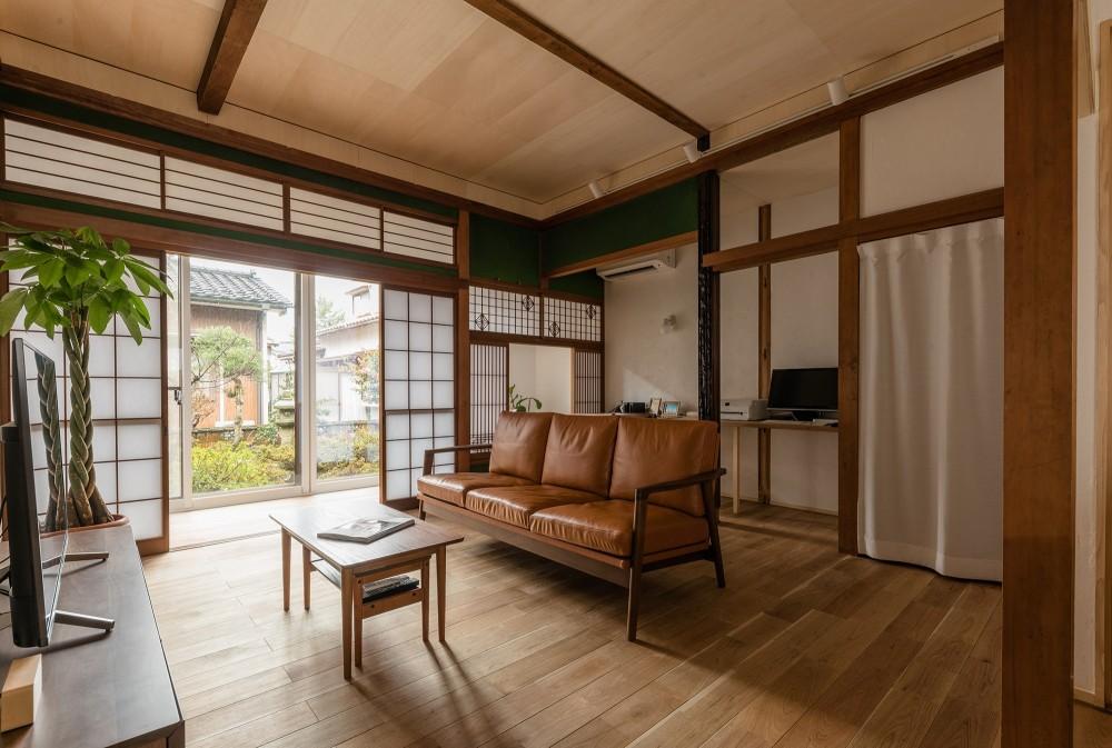 築48年戸建リノベ|既存を活かした金沢の住まい (南側の庭から光が注ぐLDK)