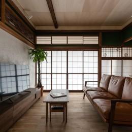 築48年戸建リノベ|既存を活かした金沢の住まい (障子越しの光に照らされるリビング)