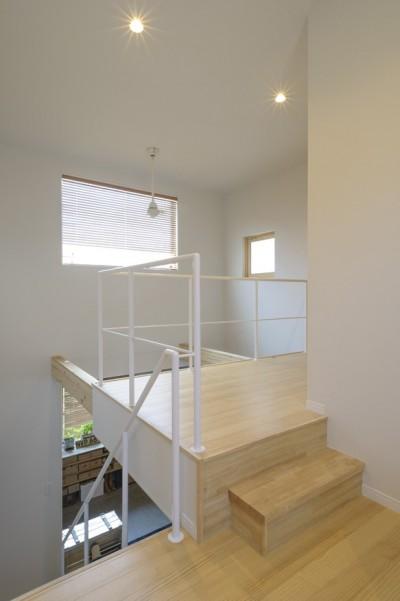 吹き抜けリビングと一体感のある廊下 (KAMIHOSHIKAWA -保土ヶ谷区上星川-)