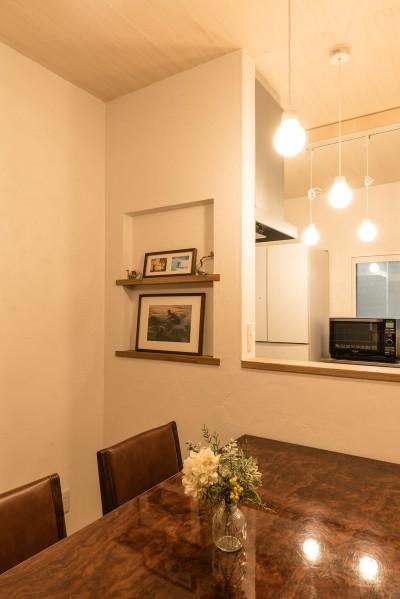 大切な写真を飾るニッチ (築48年戸建リノベ|既存を活かした金沢の住まい)