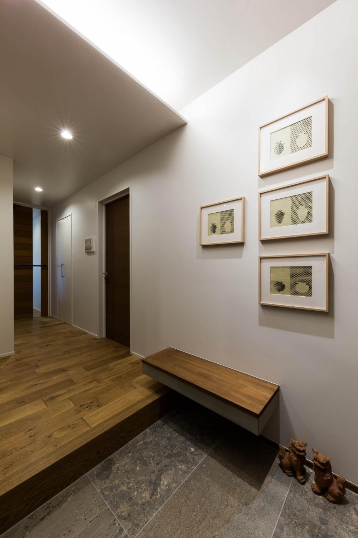 現代アートが生きるアーバンペントハウス (玄関1)